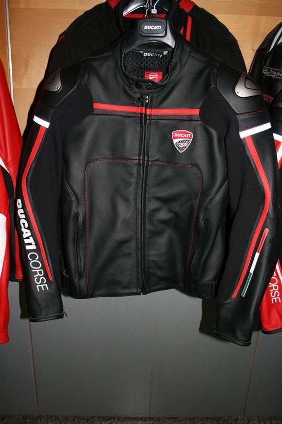 Giacca Ducati Corse versione nera.